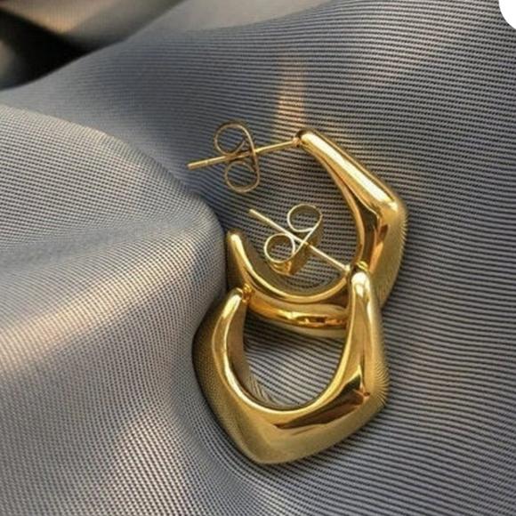 💎SMALL HEXAGON GOLD HOOP EARRINGS.